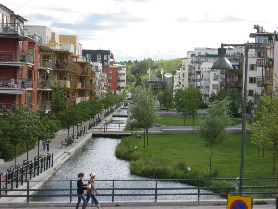Residential area in Hammarby Sjostad in Stockholm (Source: Design for Health / CC BY / 2.0 )